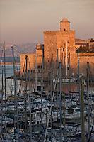 Europe/France/Provence-Alpes-Côte d'Azur/13/Bouches-du-Rhône/Marseille: Le Vieux Port et le Fort Saint-Jean à l'aube