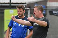 Aalbeke - Excelsior Moeskroen :<br /> Aalbeke trainer Rodrigue Derycke (R) met Sven Loosvelt (L)<br /> <br /> Foto VDB / Bart Vandenbroucke