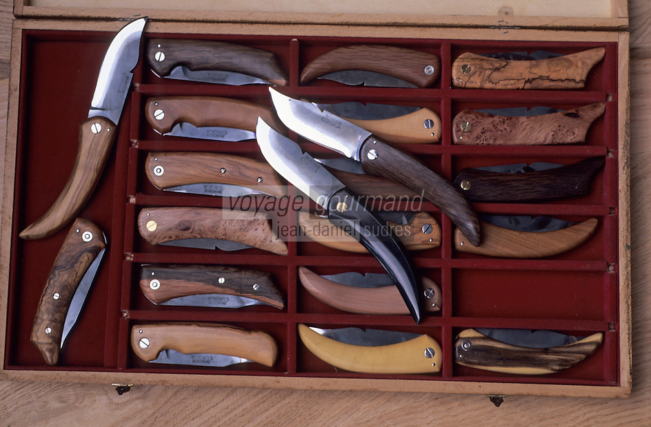France/Corse/Corse-du-Sud/2A/Cuttoli-Corticchiato ou Cuttuli-Curtichjatu: Mr Jean Biancucci, coutelier - Détail de couteaux corses