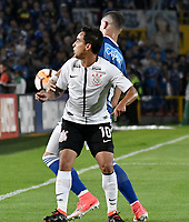 BOGOTA - COLOMBIA – 28 - 02 - 2018: Matias de los Santos (Der.) jugador de Millonarios (COL), disputa el balon con Jadson (Izq.) jugador de Corinthians (BRA), durante partido entre Millonarios (COL) y Corinthians (BRA), de la fase de grupos, grupo 7, fecha 1 de la Copa Conmebol Libertadores 2018, en el estadio Nemesio Camacho El Campin, de la ciudad de Bogota. / Matias de los Santos (R) player of Millonarios (COL), figths for the ball with Jadson (L) player of Corinthians (BRA), during a match between Millonarios (COL) and Corinthians (BRA), of the group stage, group 7, 1st date for the Conmebol Copa Libertadores 2018 in the Nemesio Camacho El Campin stadium in Bogota city. VizzorImage / Luis Ramirez / Staff.