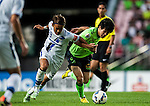 Usami Takashi (L) viez for the ball with Chulsoon (R). Jeonbuk Hyundai Motors vs Gamba Osaka during the 2015 AFC Champions League Quarter-Final 1st Leg match on August 26, 2015 at the Jeonju World Cup Stadium, in Jeonju, Korea Republic. Photo by Xaume Olleros /  Power Sport Images