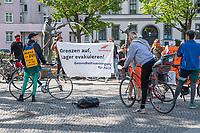 """Mit einer """"Critical Mass""""-Fahrraddemonstration machten Mehrere hundert Menschen am Sonntag den 26. April 2020 in Berlin auf die Situation in griechischen Fluechtlingslagern aufmerksam und forderten die Bundesregierung auf die Menschen aus diesen menschenunwuerdigen Lagern zu evakuieren.<br /> Die Demonstranten trafen sich an mehreren Orten in der Stadt und fuhren dann in Gruppen zu je 20 Personen durch die Stadt.<br /> 26.4.2020, Berlin<br /> Copyright: Christian-Ditsch.de<br /> [NUR FUER REDAKTIONELLE ZWECKE! Werbung nur auf Anfrage beim Fotografen. Inhaltsveraendernde Manipulation des Fotos nur nach ausdruecklicher Genehmigung des Fotografen. Vereinbarungen ueber Abtretung von Persoenlichkeitsrechten/Model Release der abgebildeten Person/Personen liegen nicht vor. NO MODEL RELEASE! Don't publish without copyright Christian-Ditsch.de, Veroeffentlichung nur mit Fotografennennung, sowie gegen Honorar, MwSt. und Beleg. Konto: I N G - D i B a, IBAN DE58500105175400192269, BIC INGDDEFFXXX, Kontakt: post@christian-ditsch.de<br /> Bei der Bearbeitung der Dateiinformationen darf die Urheberkennzeichnung in den EXIF- und  IPTC-Daten nicht entfernt werden, diese sind in digitalen Medien nach §95c UrhG rechtlich geschuetzt. Der Urhebervermerk wird gemaess §13 UrhG verlangt.]"""