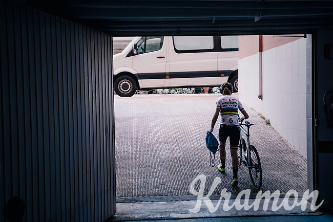 2017 TT World Champion Annemiek van Vleuten (NED/Mitchelton-Scott) getting ready for training with her costumized Scott Plasma TT bike<br /> <br /> Mitchelton-Scott Women's team training camp in Oliva (Alicante) /Spain, may 2018<br /> ©kramon