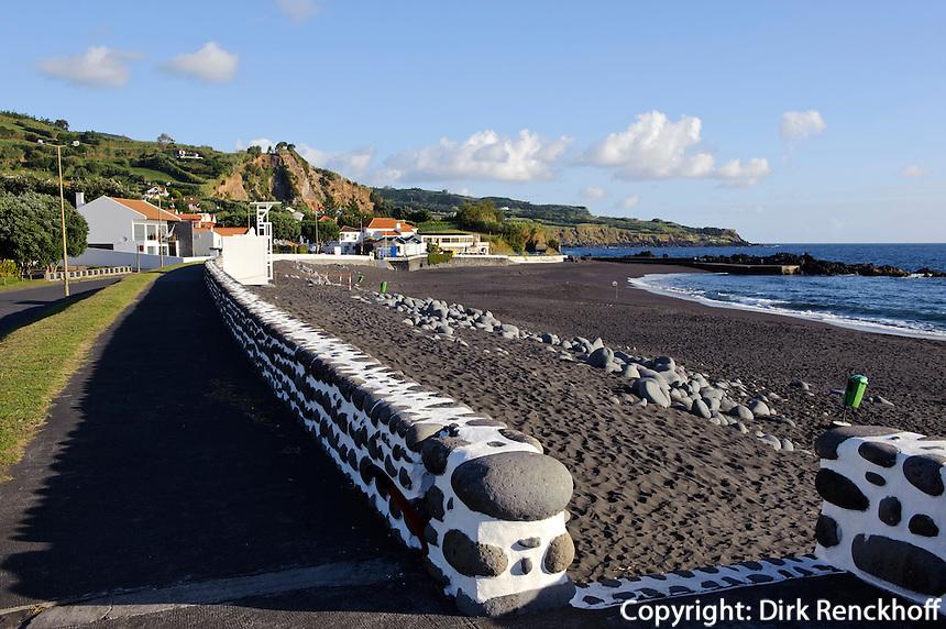 Strand von Praia do Almoxarife auf der Insel Faial, Azoren, Portugal