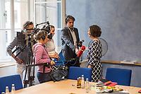 Die Berliner Wirtschaftssenatorin Ramona Pop (Buendnis 90/Die Gruenen) stellte am Montag den 27. August 2018 den Wirtschafts- und Innovationsbericht 2017/2018 vor. Die Senatsverwaltung fuer Wirtschaft, Energie und Betriebe gibt mit dem Bericht einen detaillierten Ueberblick ueber die Aktivitaeten der Berliner Wirtschaftspolitik.<br /> Im Bild: Ramona Pop beim Interview mit Journalisten des Rundfunk Berlin Brandenburg - rbb.<br /> 27.8.2018, Berlin<br /> Copyright: Christian-Ditsch.de<br /> [Inhaltsveraendernde Manipulation des Fotos nur nach ausdruecklicher Genehmigung des Fotografen. Vereinbarungen ueber Abtretung von Persoenlichkeitsrechten/Model Release der abgebildeten Person/Personen liegen nicht vor. NO MODEL RELEASE! Nur fuer Redaktionelle Zwecke. Don't publish without copyright Christian-Ditsch.de, Veroeffentlichung nur mit Fotografennennung, sowie gegen Honorar, MwSt. und Beleg. Konto: I N G - D i B a, IBAN DE58500105175400192269, BIC INGDDEFFXXX, Kontakt: post@christian-ditsch.de<br /> Bei der Bearbeitung der Dateiinformationen darf die Urheberkennzeichnung in den EXIF- und  IPTC-Daten nicht entfernt werden, diese sind in digitalen Medien nach §95c UrhG rechtlich geschuetzt. Der Urhebervermerk wird gemaess §13 UrhG verlangt.]
