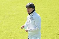 Bundestrainer Joachim Loew (Deutschland Germany) erfrischt sich - Seefeld 31.05.2021: Trainingslager der Deutschen Nationalmannschaft zur EM-Vorbereitung