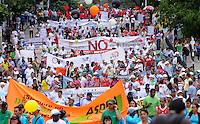 MEDELLIN - COLOMBIA - 01-05-2014: Trabajadores marchan durante el dia del Trabajo. / Workers march during Labor day. / Photo:  VizzorImage / Luis Rios / Str.