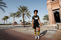 Photo: Richard Lane/Richard Lane Photography. London Wasps in Abu Dhabi for their LV= Cup game against Harlequins on 30th January 2011. 30/01/2011. Wasps' Richard Haughton carries out final preparations for the game during the walk though at the Emirates Palace Hotel.