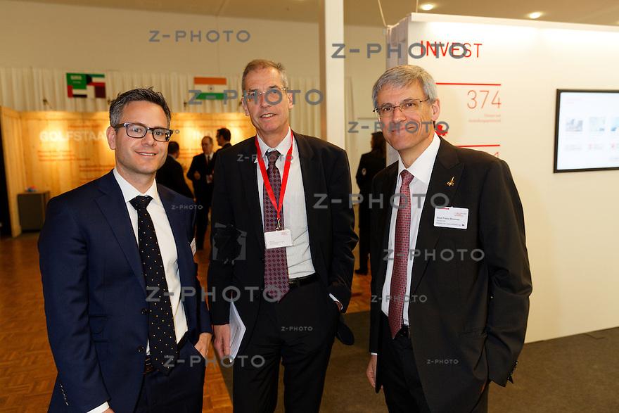 v.l.n.r. Peter Flückiger; Direktor TVS Textilverband Schweiz, Rolf Lüthi; S-GE, Beat Franz Brunner; Swissmem<br /> am Aussenwirtschaftsforum der Switzerland Global Enterprise 3. April 2014 in Zuerich <br /> <br /> Copyright © Zvonimir Pisonic