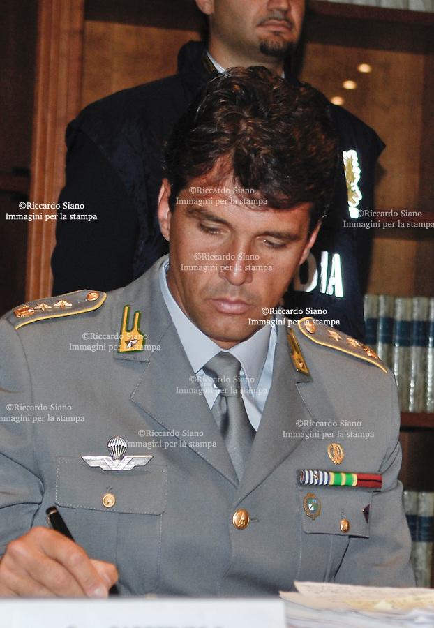 - NAPOLI 19 GIU  2007 -   Il comandante provinciale delle Fiamme Gialle   Fabio Massimo Mendella