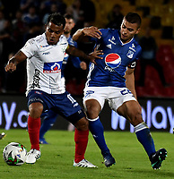 BOGOTÁ-COLOMBIA, 15–05-2019: Jhon Duque de Millonarios y David Ferreira de Unión Magdalena disputan el balón, durante partido entre Millonarios y Unión Magdalena de la fecha 2 de los cuadrangulares semifinales por la Liga Águila I 2019 jugado en el estadio Nemesio Camacho El Campín de la ciudad de Bogotá. / Jhon Duque of Millonarios and David Ferreira of Union Magdalena figth for the ball, during a match between Millonarios and Union Magdalena of the 2nd date of the semifinals quarters for the Aguila Leguaje I 2019 played at the Nemesio Camacho El Campin Stadium in Bogota city, Photo: VizzorImage / Luis Ramírez / Staff.