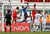 MANIZALES - COLOMBIA, 02-05-2015: Jose Cuadrado (C) arquero de Once Caldas salta por el balón con Juan Roa (Izq.) jugador de Cortulua durante  partido Once Caldas y Cortulua por la fecha 18 de la Liga de Aguila I 2015 en el estadio Palogrande en la ciudad de Manizales. / Jose Cuadrado (C) goalkeeper of Once Caldas jumps for the ball with Juan Roa (L) jugador of Cortulua during a match between Once Caldas and Cortulua for the date 18 of the Liga de Aguila I 2015 at the Palogrande stadium in Manizales city. Photo: VizzorImage / Santiago Osorio / Cont