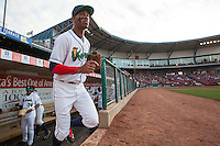 Cedar Rapids Kernels outfielder Byron Buxton #7 takes the field during a game against the Lansing Lugnuts at Veterans Memorial Stadium on April 29, 2013 in Cedar Rapids, Iowa. (Brace Hemmelgarn/Four Seam Images)