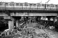 milano, periferia nord-est. presso cascina gobba il cavalcavia della metropolitana passa sopra un orto e al fiume lambro --- milan, north-east perifery. nearby cascina gobba, the subway overpasses a vegetable garden and the lambro river