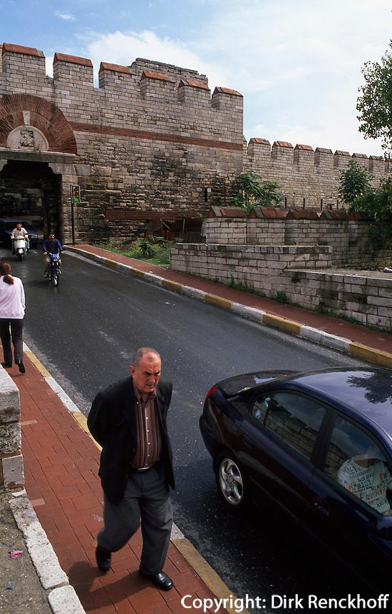 Türkei, Theodosianische Landmauer (Teodos II. Suru) in Istanbul, Tor Mevlanakapi , UNESCO-Weltkulturerbe