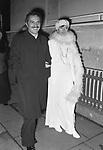 NINO MANFREDI CON LA MOGLIE ERMINIA FERRARI <br /> ROMA 1974