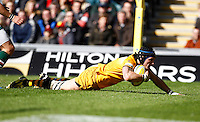 Photo: Richard Lane/Richard Lane Photography. Leicester Tigers v London Wasps. Aviva Premiership. 12/04/2014. Wasps' Guy Thompson dives in for a try.