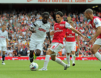 Pictured: Nathan Dyer of Swansea (L) avoids a tackle by Mikel Arteta of Arsenal. Saturday 10 September 2011<br />