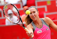 BOGOTA -COLOMBIA - 13-04-2014: Jelena Jankovic de Serbia devuelve la bola a Caroline Garcia de Francia, durante partido por la final de la Copa Open Claro Colsanitas 2014, durante partido en el Club Campestre El rancho de la ciudad de Bogota.  / Jelena Jankovic of Serbia returns the ball to Caroline Garcia of France, during the final match for the Open Claro Colsanitas Tennis Cup 2014, in the Club Campestre El Rancho in Bogota city Photo: VizzorImage / Nestor Silva / Cont.