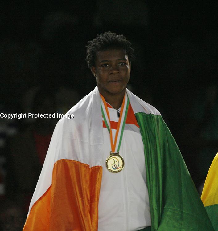VillËs Jeux de la Francophonie Abidjan 2017 / CompÈtitions Sportives Lutte Africaine finale des Femmes, mÈdaille d'OR Youin Amy ( C ) de CÙte d'Ivoire au parc des Sport de Treichville, Minji HervÈ CÙte d'Ivoire en ceinture rouge et Mamadou du Niger en ceinture bleu / Abidjan 29 juillet 2017 # 8EME JEUX DE LA FRANCOPHONIE D'ABIDJAN 2017