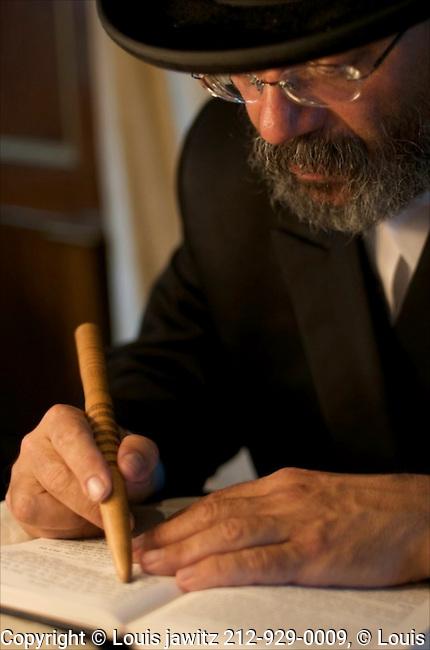 Rabbi , yad,Torah, pointer, ,Woodbourne, temple,