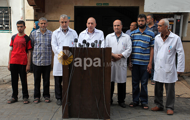 Head of Department of Industrial Kidneys Abdullah Al-Qishawi, speaks during a press conference at al-Shifa hospital, in Gaza city on October 23, 2018. Photo by Mahmoud Ajjour