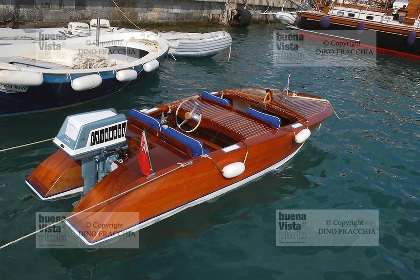 - gathering of vintage pleasure craft and yacht, Riva motorboat....- raduno barche da diporto e yacht d'epoca, motoscafo Riva