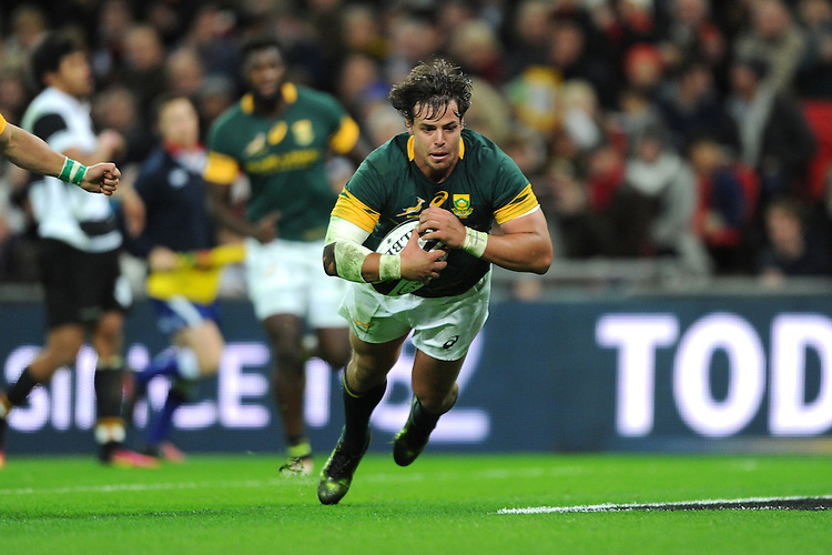 Francois Venter of South Africa dives over to score a try  during the Killik Cup match between Barbarians and South Africa at Wembley Stadium on Saturday 5th November 2016 (Photo by Rob Munro)