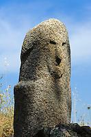 Prähistorische Ausgrabungen von Filitosa, Zentrales Kulturmonument der Torreaner mit Menhir Filitosa IX,  Korsika, Frankreich