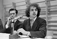 Claude Charron<br />  lors de la  Reunion du regroupement contre le Bill 63, le 19 decembre 1971,  avec  Yvon Charbonneau, Camille Laurin et Rene Levesque<br /> <br /> Photographe : Photo Moderne<br /> - agence Quebec Presse