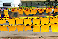 BARRANQUILLA, COLOMBIA - 19-03-2013: Camisetas de la Selección Colombia en las calles de Barranquilla, marzo 19 de 2103. El equipo colombiano se prepara en Barranquilla para los partidos contra Bolivia el 22 de marzo y Venezuela el 26 de marzo, partidos clasificatorios a la Copa Mundial de la FIFA Brasil 2014. (Foto: VizzorImage / Luis Ramírez / Staff).  T-shirts  of the Colombian national team in the streets of Barranquilla on March 19, 2012. The Colombia team prepares for the games against Bolivia next March 23 and Venezuela on March 26, matchs qualifying for the FIFA World cup Brazil 2014. (Photo: VizzorImage / Luis Ramirez/ Staff).