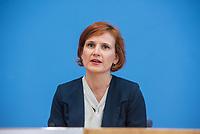 Fraktionsuebergreifend stellten am Montag den 6. Mai 2019 Bundestagsabgeordneten Annalena Baerbock, Bundesvorsitzende Buendnis 90 / Die Gruenen; Katja Kipping, Parteivorsitzende der Linkspartei (im Bild); Christine Aschenberg-Dugnus, gesundheitspolitische Sprecherin der FDP-Bundestagsfraktion; Hilde Mattheis, SPD und Karin Maag, gesundheitspolitische Sprecherin der CDU/CSU-Bundestagsfraktion einen alternativen Gesetzentwurf zur Organspende vor. Im Gegensatz zum Organspendegesetz von Gesundheitsminister Jens Spahn, setzten die Abgeordneten auf Freiwilligkeit zur Organspende und nicht auf die automatische Zustimmung, wenn kein Widerspruch vorliegt.<br /> 6.5.2019, Berlin<br /> Copyright: Christian-Ditsch.de<br /> [Inhaltsveraendernde Manipulation des Fotos nur nach ausdruecklicher Genehmigung des Fotografen. Vereinbarungen ueber Abtretung von Persoenlichkeitsrechten/Model Release der abgebildeten Person/Personen liegen nicht vor. NO MODEL RELEASE! Nur fuer Redaktionelle Zwecke. Don't publish without copyright Christian-Ditsch.de, Veroeffentlichung nur mit Fotografennennung, sowie gegen Honorar, MwSt. und Beleg. Konto: I N G - D i B a, IBAN DE58500105175400192269, BIC INGDDEFFXXX, Kontakt: post@christian-ditsch.de<br /> Bei der Bearbeitung der Dateiinformationen darf die Urheberkennzeichnung in den EXIF- und  IPTC-Daten nicht entfernt werden, diese sind in digitalen Medien nach §95c UrhG rechtlich geschuetzt. Der Urhebervermerk wird gemaess §13 UrhG verlangt.]