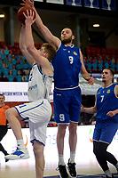27-03-2021: Basketbal: Donar Groningen v Den Helder Suns: Groningen Donar speler Henry Caruso met Den Helder speler Stan van den Elzen