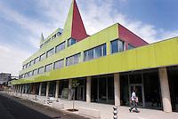 """Milano, quartiere Bovisa, periferia nord. Nuovi edifici """"Bovisatech"""" (Atelier Mendini) presso il Politecnico --- Milan, Bovisa district, north periphery. New buildings """"Bovisatech"""" (Atelier Mendini) nearby The Polytechnic University"""