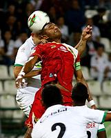 MANIZALES-COLOMBIA, 30-03-2019: Andrés Correa de Once Caldas, salta a cabecear el balón con Hayner Mosquera de Rionegro Águilas Doradas, durante partido de la fecha 12 entre Once Caldas y Rionegro Águilas Doradas, por la Liga de Aguila I 2019 en el estadio Palogrande en la ciudad de Manizales. / Andres Correa of Once Caldas, jumps to head the ball with Hayner Mosquera of Rionegro Aguilas Doradas, during a match of the 12th date between Once Caldas and Rionegro Aguilas Doradas, for the Aguila Leguaje I 2019 at the Palogrande stadium in Manizales city. Photo: VizzorImage  / Santiago Osorio / Cont.
