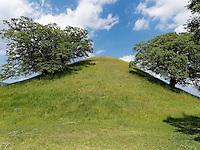 Grabhügel Bonghwadae im Noseodong--Park, Gyeongju, Provinz Gyeongsangbuk-do, Südkorea, Asien, UNESCO-Weltkulturbe<br /> burial mound Bonghwadae in Noseodong park, Gyeongju,  province Gyeongsangbuk-do, South Korea, Asia, UNESCO world-heritage