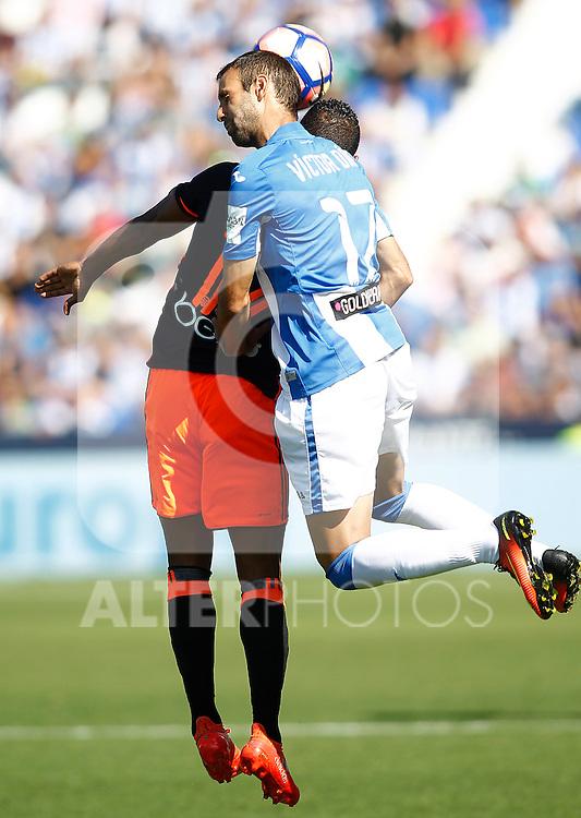 CD Leganes' Victor Diaz (r) and Valencia CF's Luis Nani during La Liga match. September 25,2016. (ALTERPHOTOS/Acero)