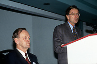 Jen Chretien et Le premier Ministre Robert Bourassa<br />  en 1992 (date inconnue)<br /> <br /> Photo:  Agence Quebec Presse