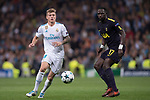 Toni Kroos of Real Madrid (L) fights for the ball with Moussa Sissoko of Tottenham Hotspur FC (R) during the UEFA Champions League 2017-18 match between Real Madrid and Tottenham Hotspur FC at Estadio Santiago Bernabeu on 17 October 2017 in Madrid, Spain. Photo by Diego Gonzalez / Power Sport Images