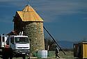 22/05/06 - ALLY - HAUTE LOIRE - FRANCE - Chantier de restauration d un moulin a vent sur le Plateau d Ally - Photo © Jerome CHABANNE