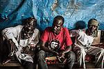 CAR, Bangui: Members of the auto-defense PK5 are having a rest in their headquarter as the heat is very strong on the 14th of April 2016.<br /> <br /> RCA, Bangui : Les membres de l'auto-défense du PK5 se reposent  car la chaleur est très forte. 14 avril 2016
