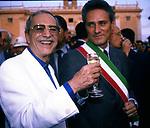 NINO MANFREDI CON FRANCESCO RUTELLI <br /> INAUGURAZIONE RESTAURO CORDONATA IN CAMPIDOGLIO<br /> ROMA 1999