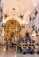 Throm mit Maria und Thron mit Christus in der Kirche San Francisco der  Bruderschaft Paso Azul bei  der Semana Santa (Karwoche) in Lorca,  Provinz Murcia, Spanien, Europa