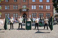 """Die Neonazi-Splitterpartei """"Dritter Weg"""" veranstaltete am Samstag den 1. August 2015 in der Brandenburgischen Kleinstadt Zossen mit ca. 50 Personen eine Kundgebung gegen gegen Fluechtlinge und """"Ueberfremdung"""". An der Kundgebung nahmen auch Mitglieder der NPD und der rechten Splitterpartei """"Die Rechte"""" teil. <br /> Im Bild: Der Parteigruender Maik Eminger, Zwillingsbruder des im NSU-Prozess angeklagten Andre Eminger.<br /> 1.8.2015, Zossen/Brandenburg<br /> Copyright: Christian-Ditsch.de<br /> [Inhaltsveraendernde Manipulation des Fotos nur nach ausdruecklicher Genehmigung des Fotografen. Vereinbarungen ueber Abtretung von Persoenlichkeitsrechten/Model Release der abgebildeten Person/Personen liegen nicht vor. NO MODEL RELEASE! Nur fuer Redaktionelle Zwecke. Don't publish without copyright Christian-Ditsch.de, Veroeffentlichung nur mit Fotografennennung, sowie gegen Honorar, MwSt. und Beleg. Konto: I N G - D i B a, IBAN DE58500105175400192269, BIC INGDDEFFXXX, Kontakt: post@christian-ditsch.de<br /> Bei der Bearbeitung der Dateiinformationen darf die Urheberkennzeichnung in den EXIF- und  IPTC-Daten nicht entfernt werden, diese sind in digitalen Medien nach §95c UrhG rechtlich geschuetzt. Der Urhebervermerk wird gemaess §13 UrhG verlangt.]"""