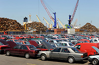 GERMANY Hamburg port , shipment and export of scrap and used cars to africa  / DEUTSCHLAND, Hamburger Hafen , Kaianlage fuer Verladung und Export von Schrott und Gebrauchtfahrzeugen nach Afrika u.a. Cotonou Benin