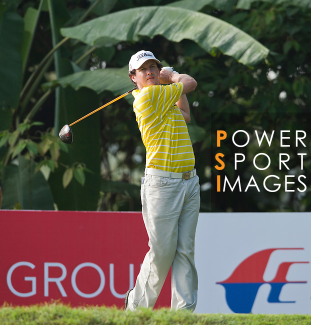 David Gleeson tees off at the third hole on Round 2 of the CIMB Asia Pacific Classic 2011.  Photo © Andy Jones / PSI for Carbon Worldwide