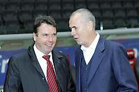 Heribert Bruchhager (Vorstandsvorsitzender Eintracht Frankfurt) im Gespräch mit Rolf Dohmen (Manager Karlsruher SC)