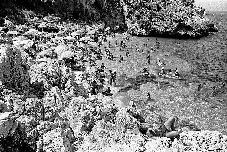 San Vito lo Capo (Trapani), Spiaggia alla Riserva naturale orientata dello Zingaro --- San Vito lo Capo (Trapani), Beach at the Zingaro Nature Reserve