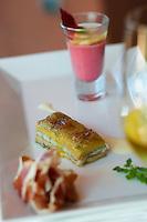 """Europe/Espagne/Iles Canaries/Tenerife/Guia de Isora:Restaurant  """"El Patio"""" à l'Hotel Abama  , Millefeuille de foie gras et d'Anguille, accompagné par sa crème de betteraves aux coques, recette de  Paolo Casagrande a"""