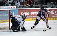 Goalie Mike Bales (Straubing) gegen Jeff Shantz (Adler)<br /> Adler Mannheim vs. Straubing Tigers, SAP Arena<br /> *** Local Caption *** Foto ist honorarpflichtig! zzgl. gesetzl. MwSt. <br /> Auf Anfrage in hoeherer Qualitaet/Aufloesung. Belegexemplar an: Marc Schueler, Am Ziegelfalltor 4, 64625 Bensheim, Tel. +49 (0) 6251 86 96 134, www.gameday-mediaservices.de. Email: marc.schueler@gameday-mediaservices.de, Bankverbindung: Volksbank Bergstrasse, Kto.: 151297, BLZ: 50960101